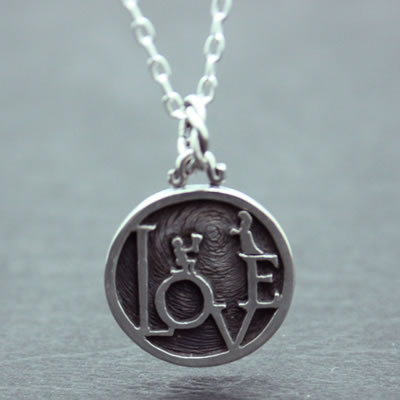 LOVE MINI COIN PENDANT5
